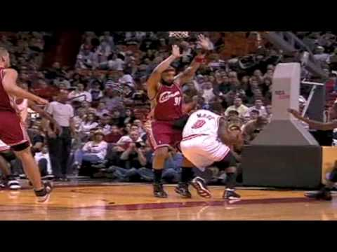 Dwyane Wade - Art of Splitting the Defense