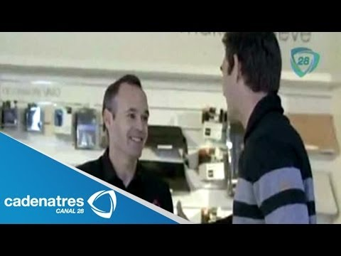 ¡¡¡VAYA BROMA!!! Andrés Iniesta se disfraza de empleado y provoca el asombro de compradores