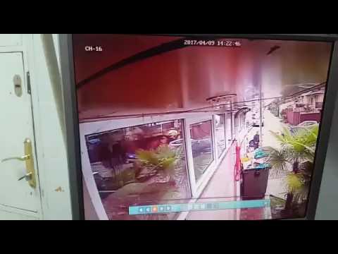 09.04.2017. Сочи.Псих кидался на людей и зарезал полицейского.