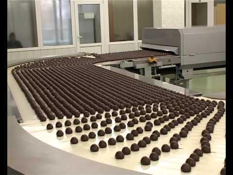 Видео как делают конфеты