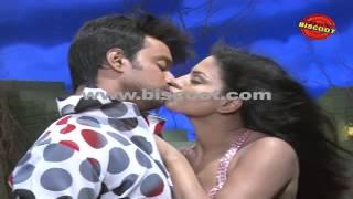 Dirty Picture: Silk Sakkath Maga - Veena Malik's Lip lock scene leaked I Dirty Picture - Silk Sakkath Maga