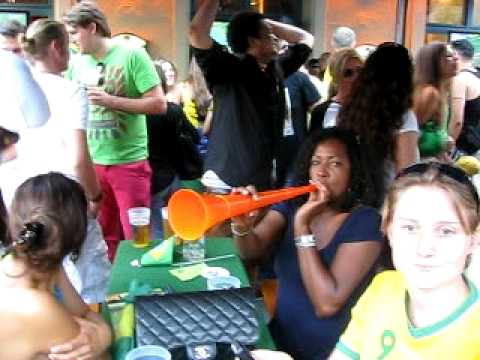 5. Vuvuzela, Good Bye Brasil, Brasilien Fans nach WM 2010 Spiel 02.07.2010 HB Leopoldstrasse