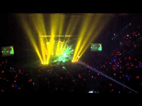 X Japan - Sugizo's violin solo - Live in Bangkok 2011 [2]