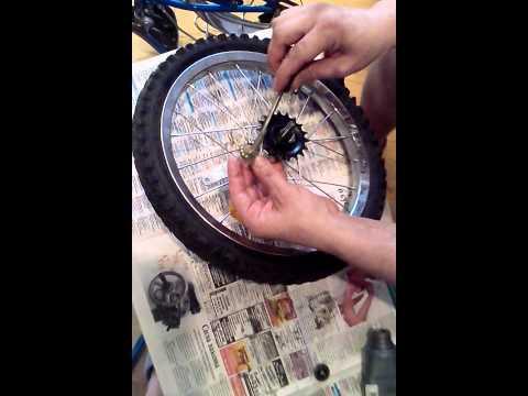Сборка китайской задней втулки велосипедного колеса, одна звездочка и тормоз.