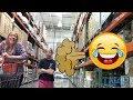 Пердит на людей и товары в супермаркете Прикол пранк mp3