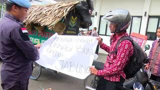Tukang Tambal Ban Menangis Motornya dinaiki Presiden Jokowi
