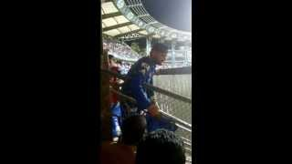 Harbhajan Singh Abusing Crowd In Mumbai
