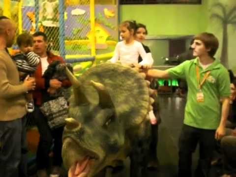 Azalaya fuq dinosawru