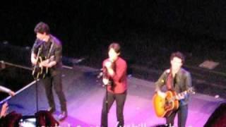 Jonas Brothers 3D Theater Invasion Tour: El Capitan - Lovebug & Burning Up (02/27/09)