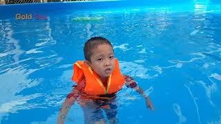 Bé Tắm Bể Bơi II - Gold Sea và Silent sea Sang Bể Tắm Dành Cho Trẻ Em