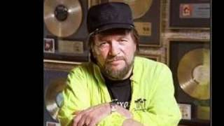 Watch Waylon Jennings Loving Her Was Easier (than Anything I