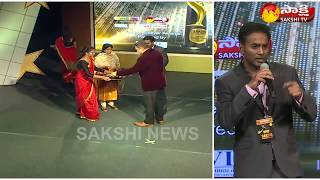 Sakshi Excellence Awards 2017 | Suresh Ediga Gets Telugu NRI of the Year Award - Watch Exclusive