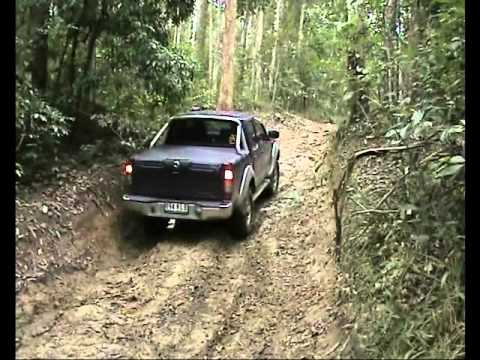 Holden Rodeo vs Nissan Navara 4x4 mud