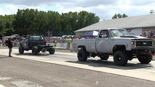 Ford F250 Vs White Chevy At Truck Warz Tug Of War 2016