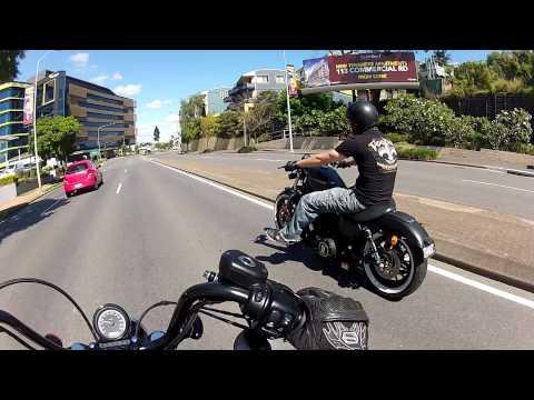Harley Davidson Sportster Iron 883 bobber road trip