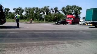Далекобійники накинулися на працівника ДАІ, який на п'ять годин зупинив рух через візит Януковича