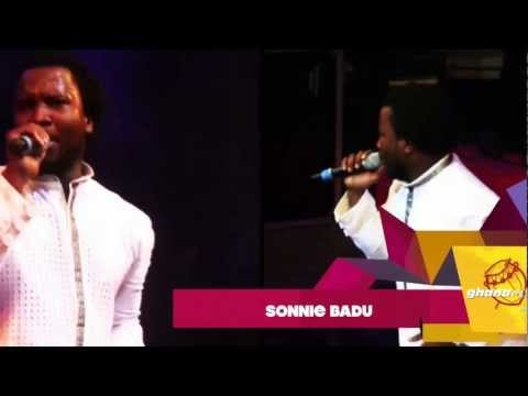 Sonnie Badu joins Becca on stage