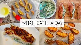 WHAT I EAT IN A DAY ON KETO!   Ricotta & spinach stuffed chicken alfredo bake!