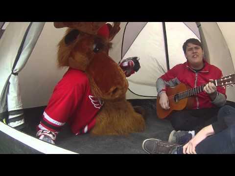 ЛОСЬ В ГОРОДЕ: Поёт под гитару