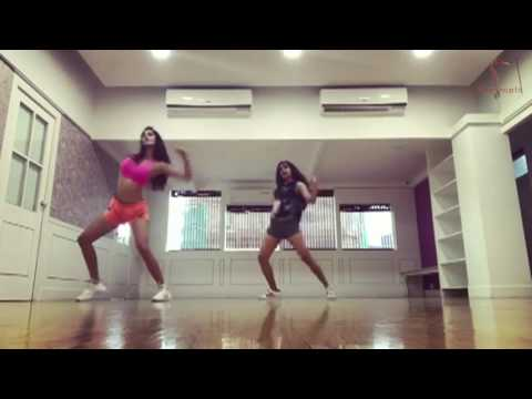 Tiger Shroff's Girlfriend Disha Patani Best DANCE Workout Video | Disha Patani Hot Yoga Dance Viral