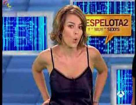 MONICA MARTINEZ se quita la ropa