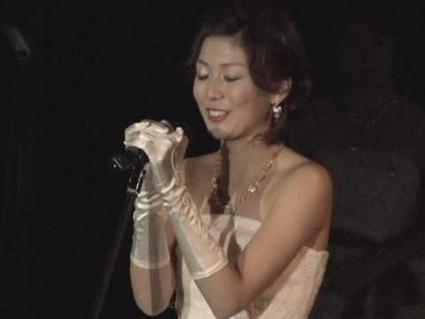 妖艶!尾崎奈奈のウエディングドレス姿