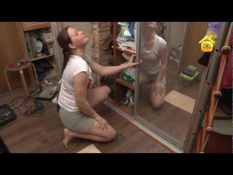 Видео как снять дверь шкафа купе