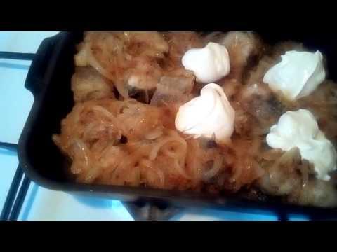 готовим рыбу минтай в сметане с луком.