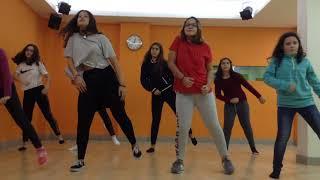 Download Lagu Zumba Teen - Selena Gomez, Marshmello - Wolves Gratis STAFABAND