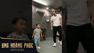 Ông trùm Ưng Hoàng Phúc dạy con trai Johnny học nhảy cực cute