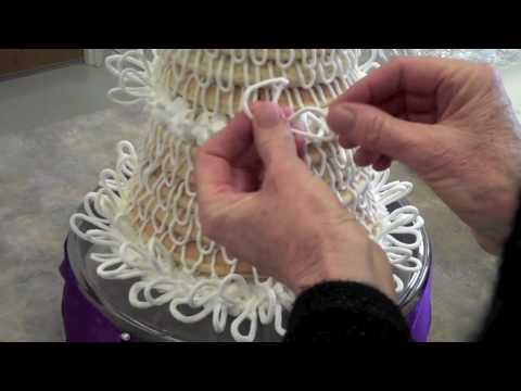 Decorating a Celebration Cake