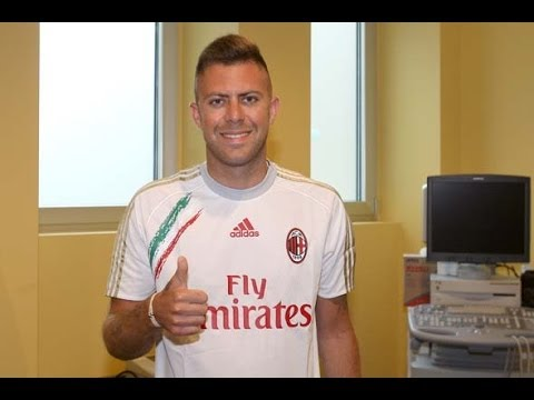 Ecco Menez! Here's Menez! (with subtitles) | AC Milan Official