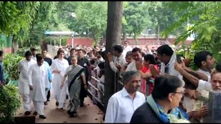 Sheila Dikshit funeral: Sonia Gandhi & Priyanka Gandhi arrives at AICC to pay homage to Ex Delhi CM