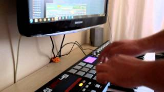 Akai Mpk49 drum pads with Battery 3 (DJ Jimmy)