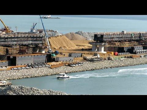 Крымский мост(20.10.2017) Рабочие работают на пролётах моста!!! Комментарий специалиста!!!