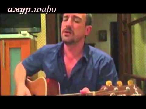 Василий Орлов исполнил под гитару песню о любви