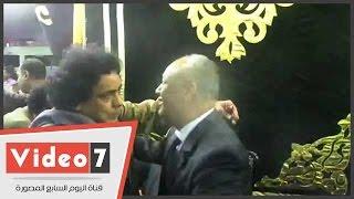 محمد منير ومحمود عبد العزيز والجخ بعزاء والدة مصطفى بكرى