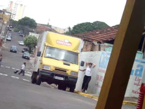 robando o caminhão da elma Chips. Obg :*