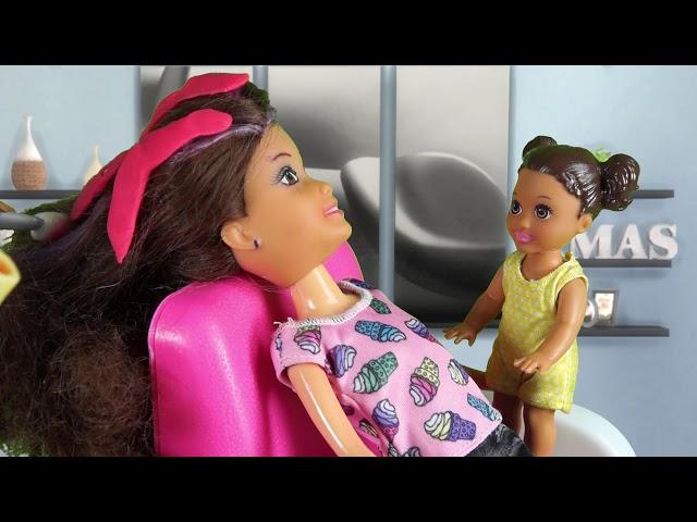 Rodzinka Barbie - Metamorfoza Wiki Duża garderoba. Bajka dla dzieci po polsku. The Sims 4. Odc. 72