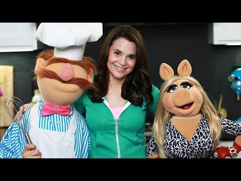 Muppets Cookies - Nerdy Nummies - Ft Miss Piggy And Swedish Chef! video