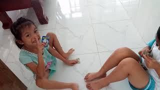 Bé Na và bạn Su chơi đập thẻ bài  ❤️