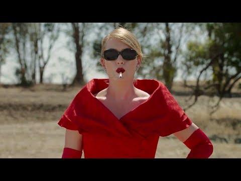 她小時候被全村人欺負,長大後變成惡女複仇!一部女性複仇電影