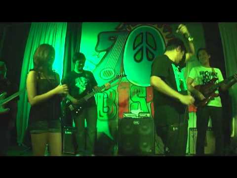 Hari Ng Tondo Live- Gloc-9 Ft. Denise. 70's Bistro 01.17.12 video