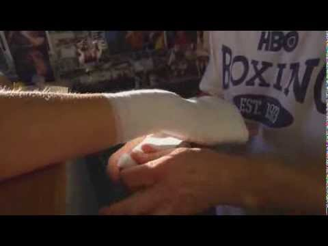 Hall of Fame Boxing Trainer Freddie Roach shows secret way of wrapping hands (Boxing)