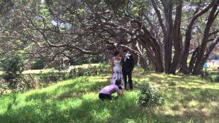 CRAZY WEDDING PHOTOGRAPHER DANCING & FLIPPING WHILE TAKING PHOTOS