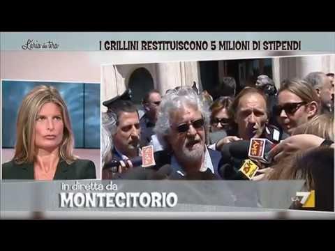 Restitution day beppe grillo risponde ai giornalisti a for Diretta da montecitorio