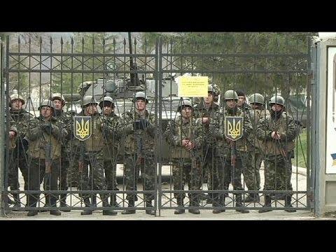 Los misteriosos uniformados de Crimea cercan los cuarteles ucranianos