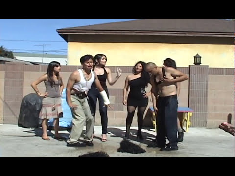 Cholas Bailando Cumbia