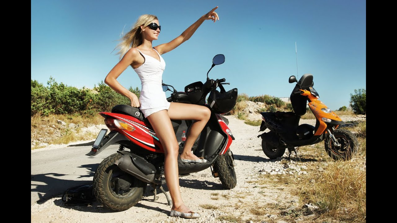 Фото девушек на скутере в шлеме