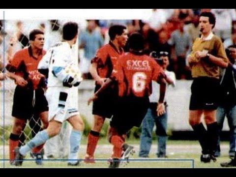 Jogo de volta das quartas-de-final da Copa do Brasil de 97. Jogando numa Fonte Nova lotada o Leão empatou com o time gaúcho com gols de Gil Baiano, Agnaldo e Chiquinho.